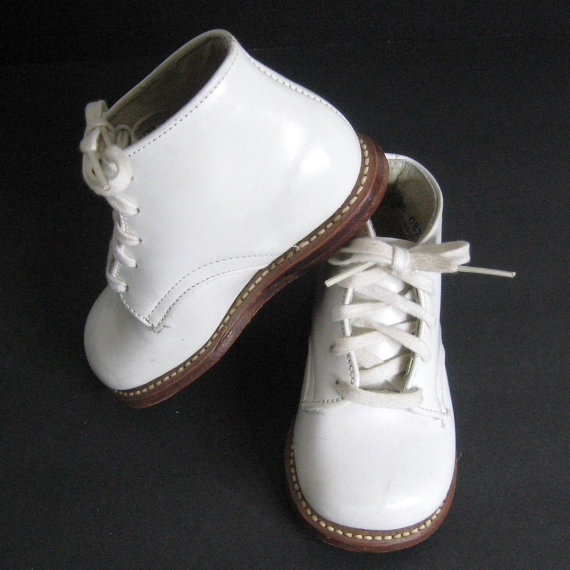 Toddler shoes so classic they're now on eBay. (image: JuneeMoonVintage)