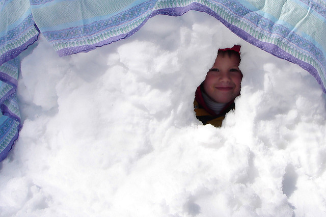 Easy snow fort. Image: CC by 2.9 popofatticus.